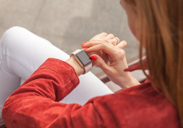 Les 5 montres connectées femme tendance du moment